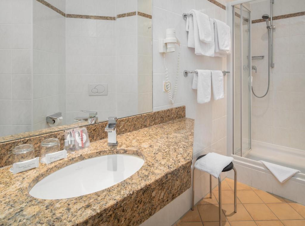 A bathroom at Parkhotel am Taunus