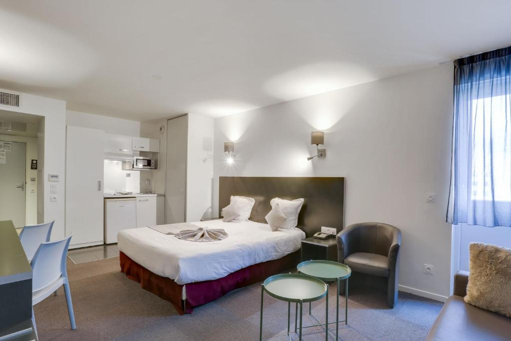 A bed or beds in a room at All Suites Appart Hôtel Aéroport Paris Orly – Rungis
