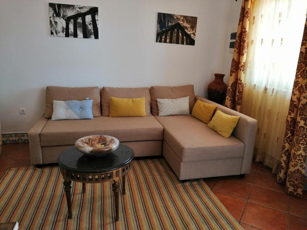A seating area at Casa Vitória Guest House