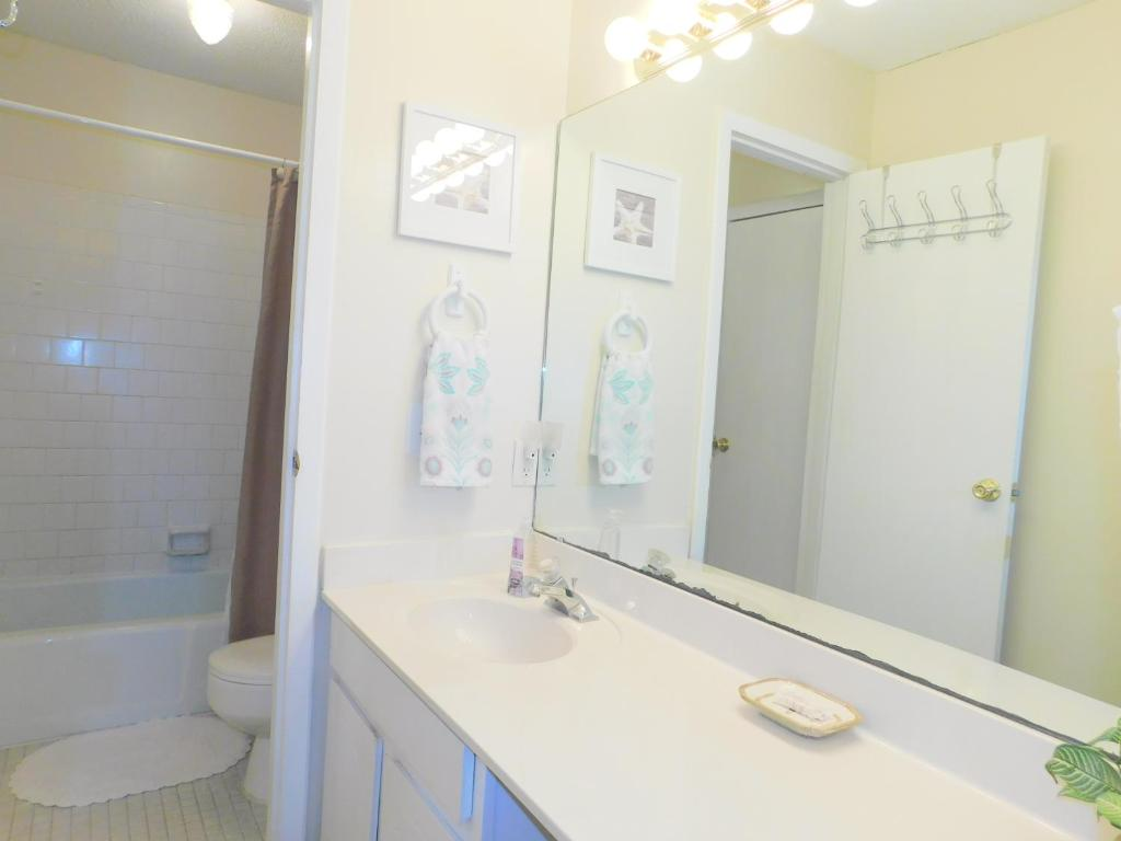 A bathroom at Ocean Walk Resort 2 bdrm Townhome MGR American Dream