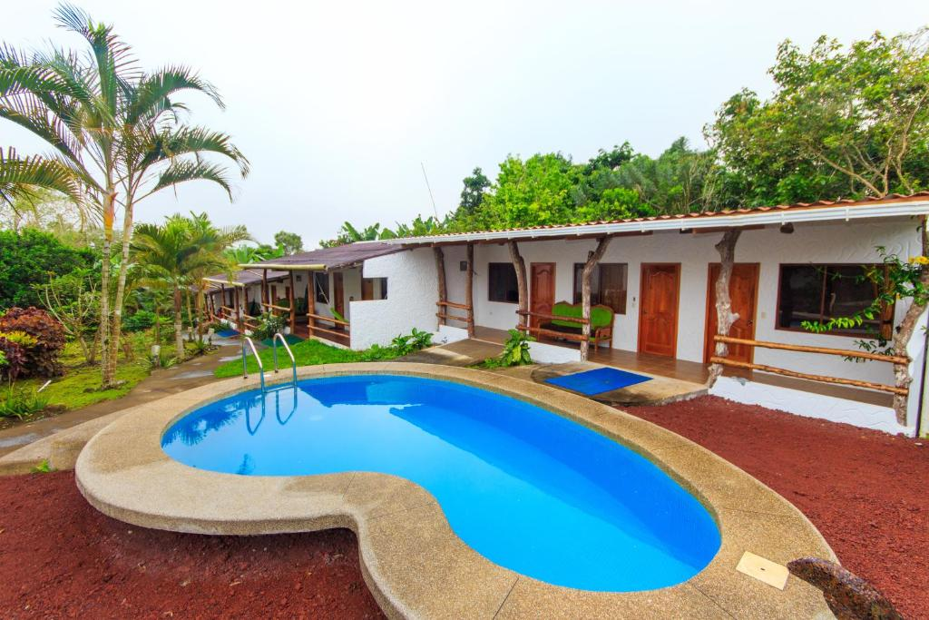 The swimming pool at or near Twin Hotel Galápagos By Rotamundos