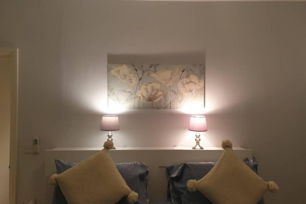 A bed or beds in a room at Spacious 2 bed in gated community up to 6 guests