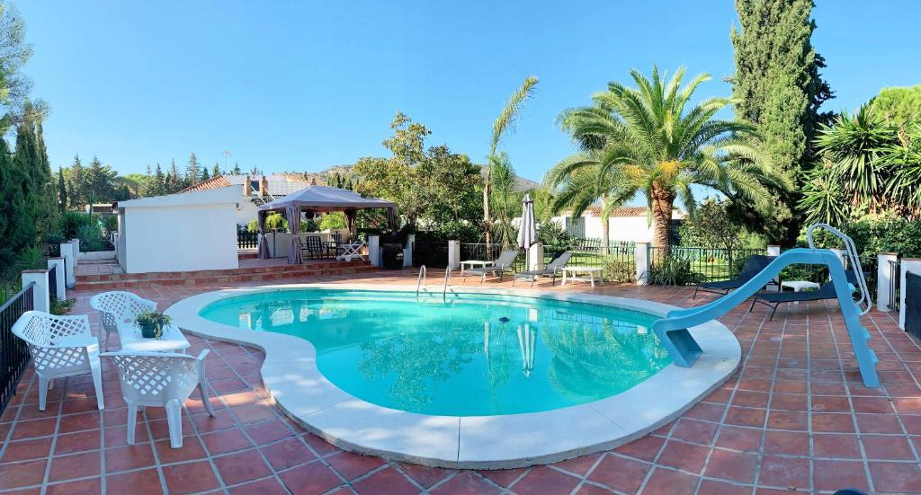 The swimming pool at or near Finca Mi Hogar
