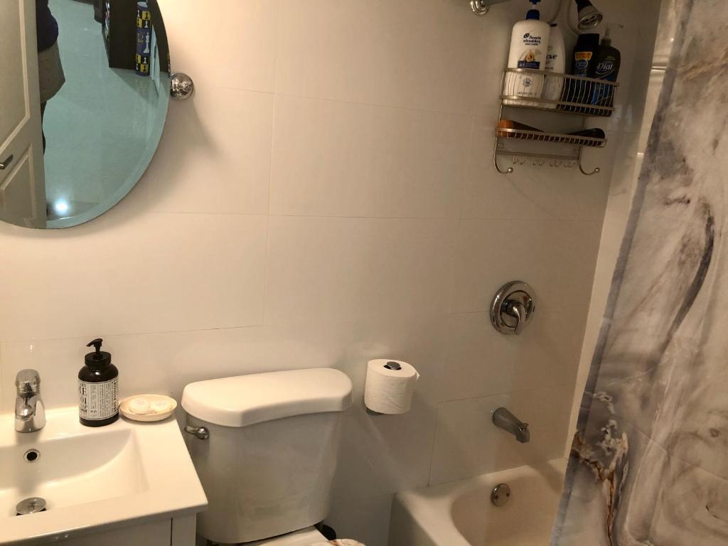 A bathroom at HIDDEN GEM ROSEDALE