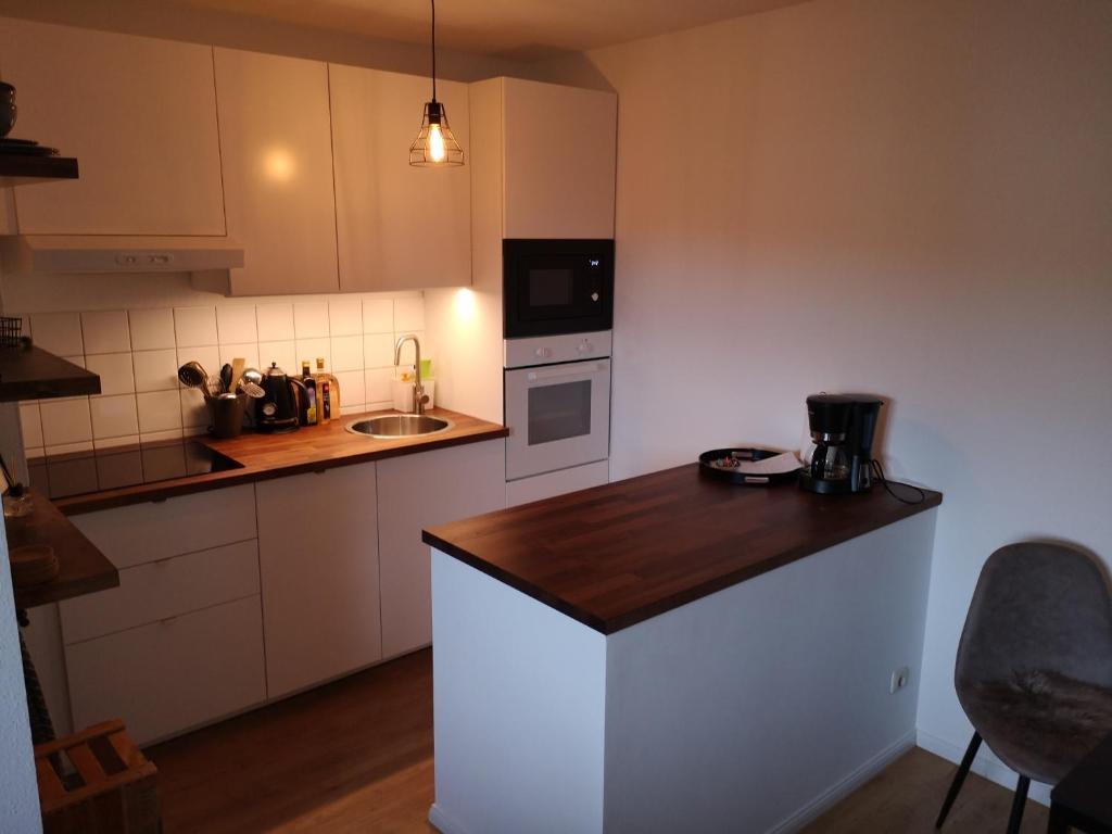 A kitchen or kitchenette at Ferienwohnung Schreckenbach