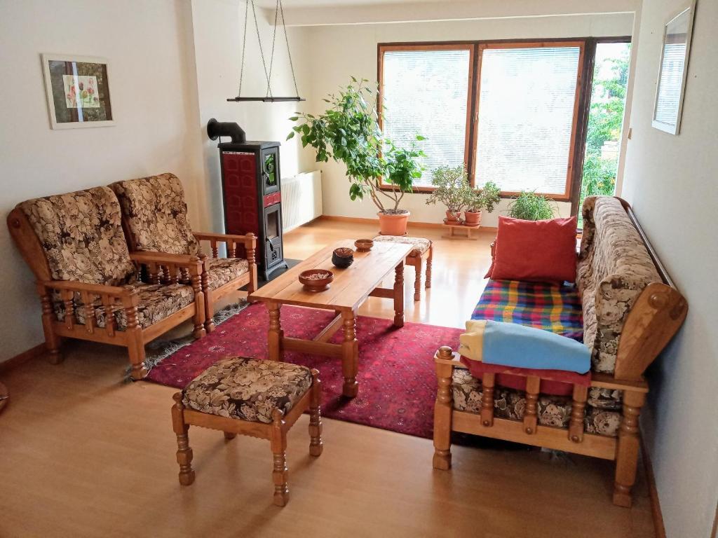 A seating area at Cítovská 8 House, 20 mins to centre