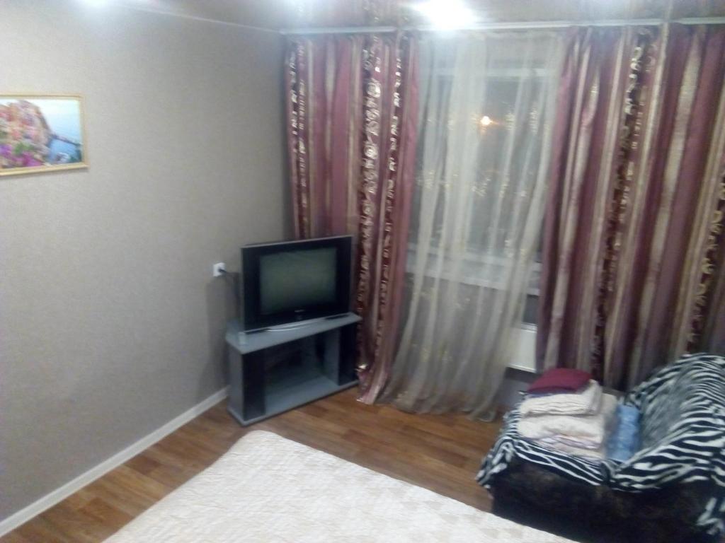 Телевизор и/или развлекательный центр в Always at home - Apartments at Sovetskoy Armii 12 block 40