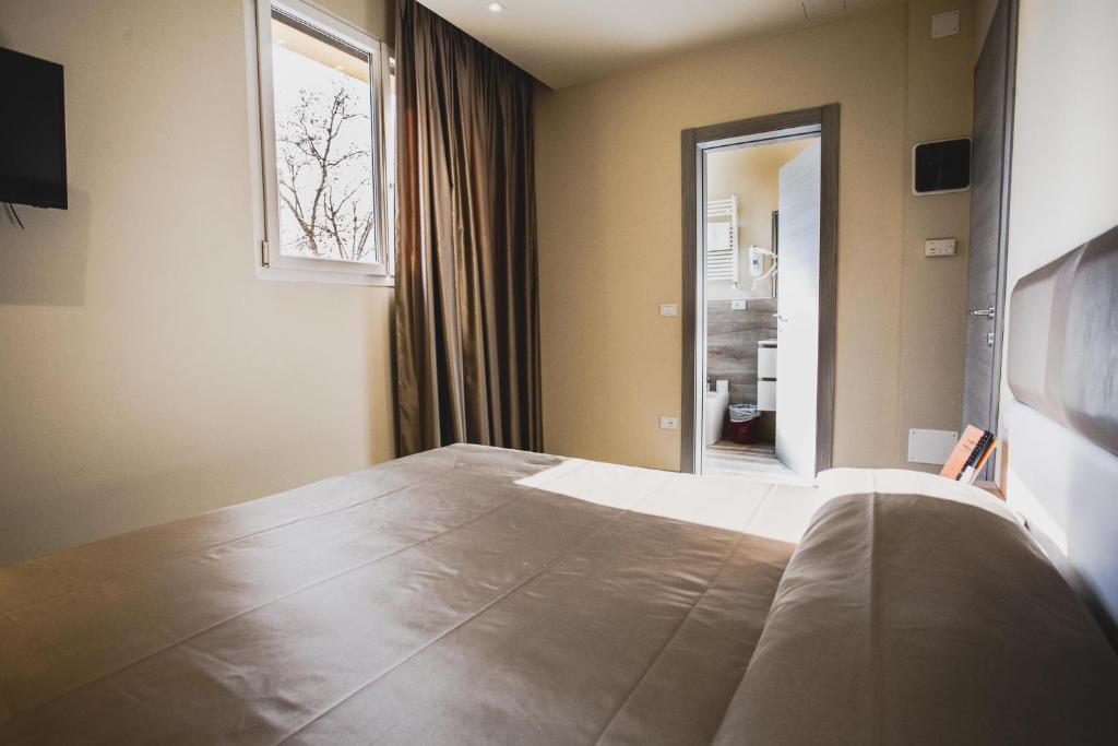 Letto o letti in una camera di Hotel Fiera Wellness & Spa