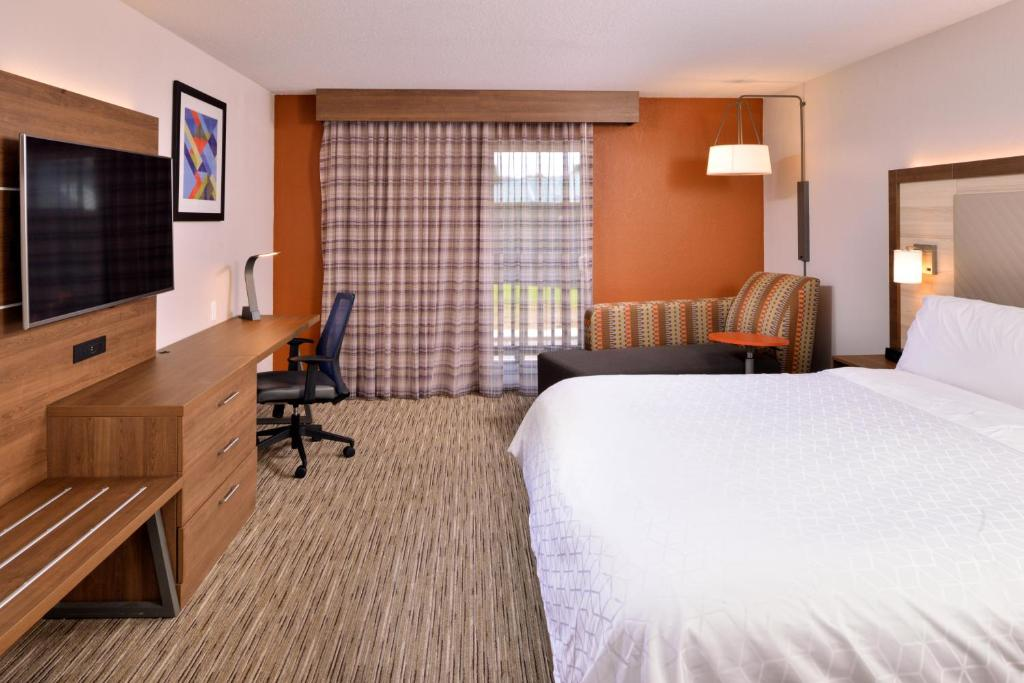 A room at the Holiday Inn Express Hotel & Suites Arcata Eureka Airport Area.