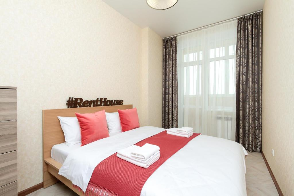 A bed or beds in a room at Two Bedroom Apartments Premium Center - Двухкомнатная квартира Центр Премиум НОВАТ, 4 спальных места, RentHouse