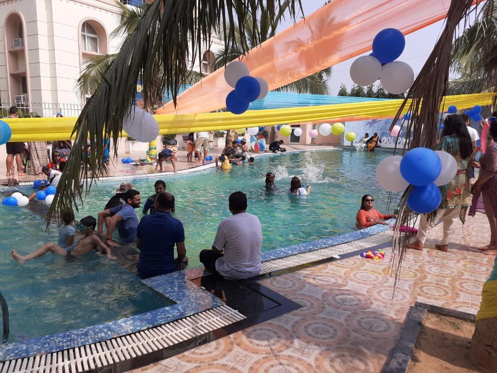 The swimming pool at or close to LA PLATINA PREMIUM SUITES, near PURI SEA BEACH