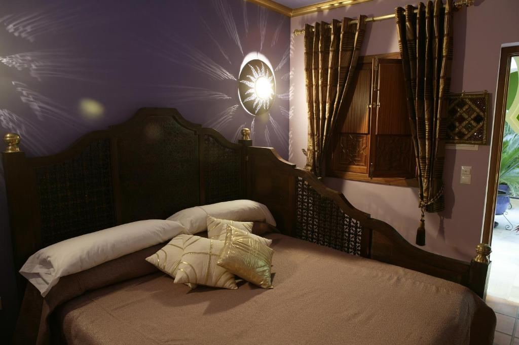 A bed or beds in a room at Hosteria Lineros 38