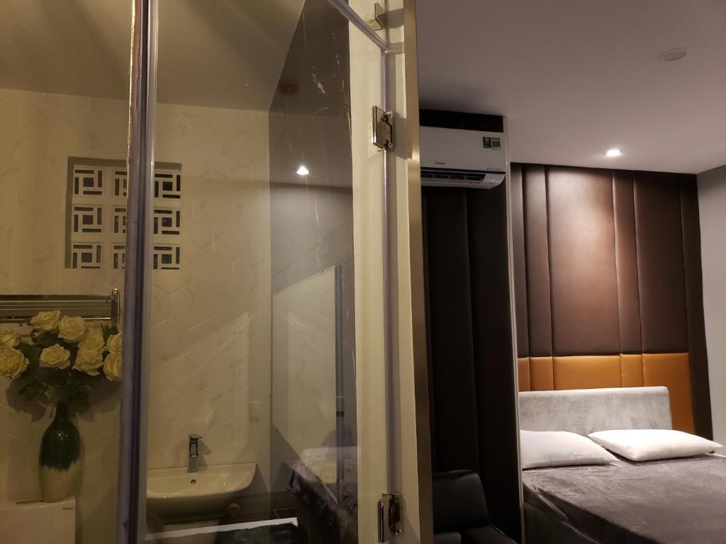 A bathroom at Biên Hòa Hotel