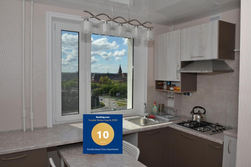 A kitchen or kitchenette at Korolevskaya Gora Apartment