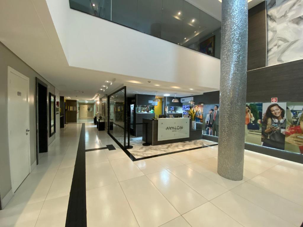 The lobby or reception area at Maringá Hotel Avalon Econômico