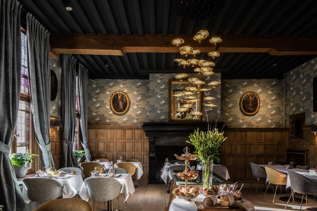 A restaurant or other place to eat at Hotel De Orangerie - Small Luxury Hotels of the World