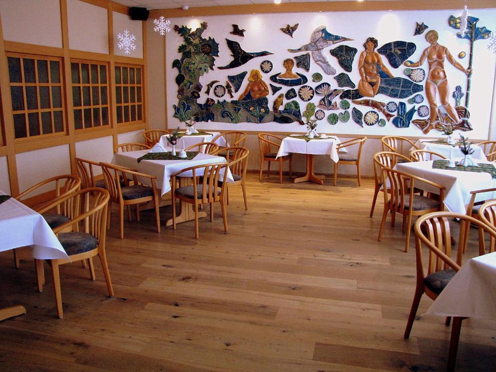 Ein Restaurant oder anderes Speiselokal in der Unterkunft Hotel Stadt Wittstock
