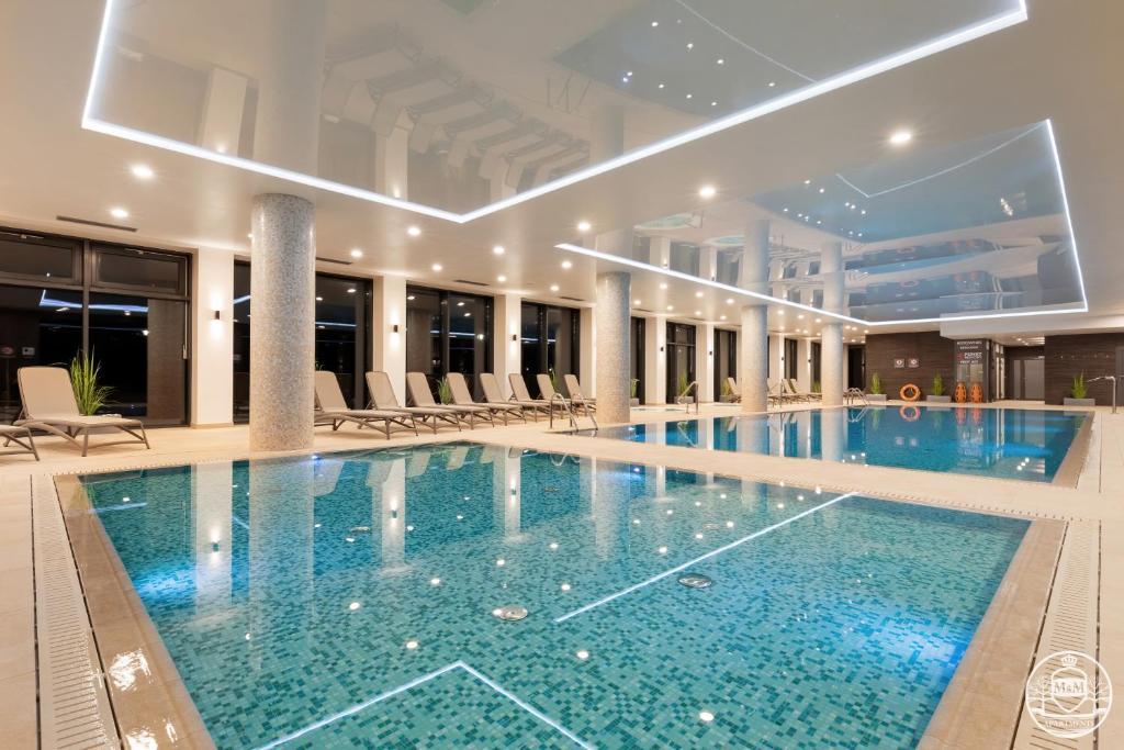 Bazén v ubytování Nadmorskie Tarasy - Apartments M&M nebo v jeho okolí