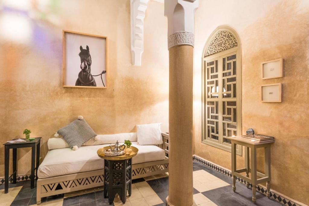 keres hálószoba nő marrakech keresek coupose housekeeper algéria