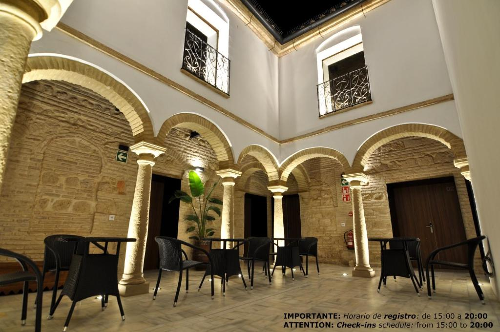 A restaurant or other place to eat at Patios del Orfebre