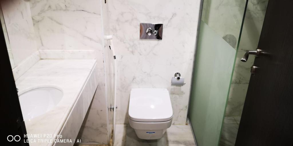 Um banheiro em Hotel nab'a Alsafa Almansour