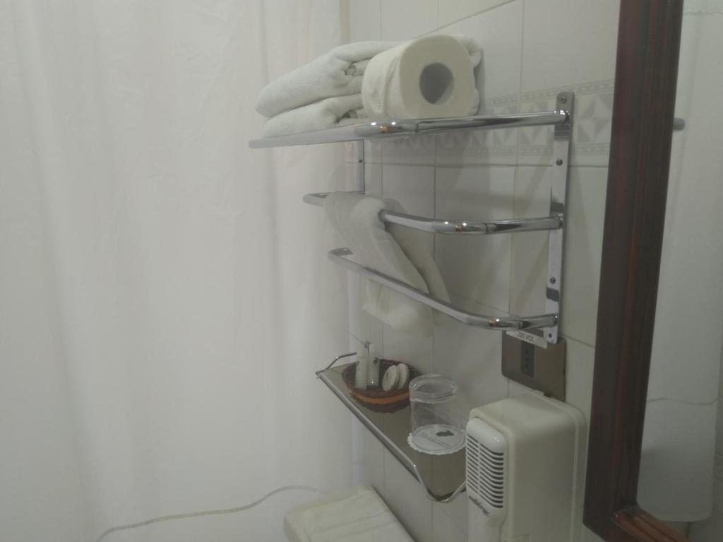 Um banheiro em Hotel Maria Angola