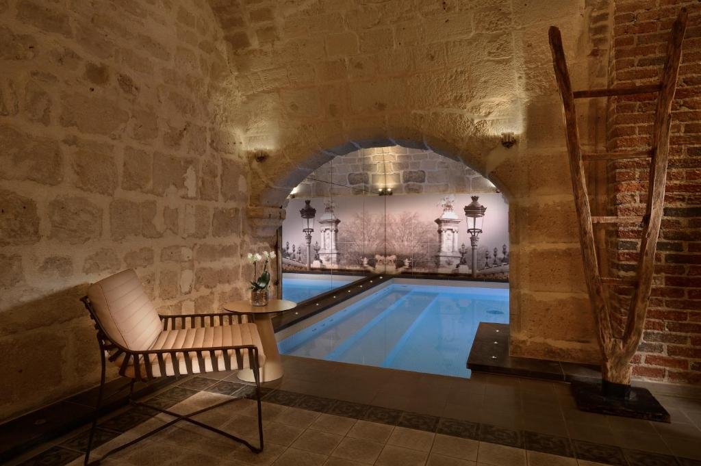 The swimming pool at or close to Hotel La Lanterne
