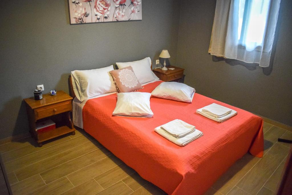 Ένα ή περισσότερα κρεβάτια σε δωμάτιο στο Rose Garden Apartments