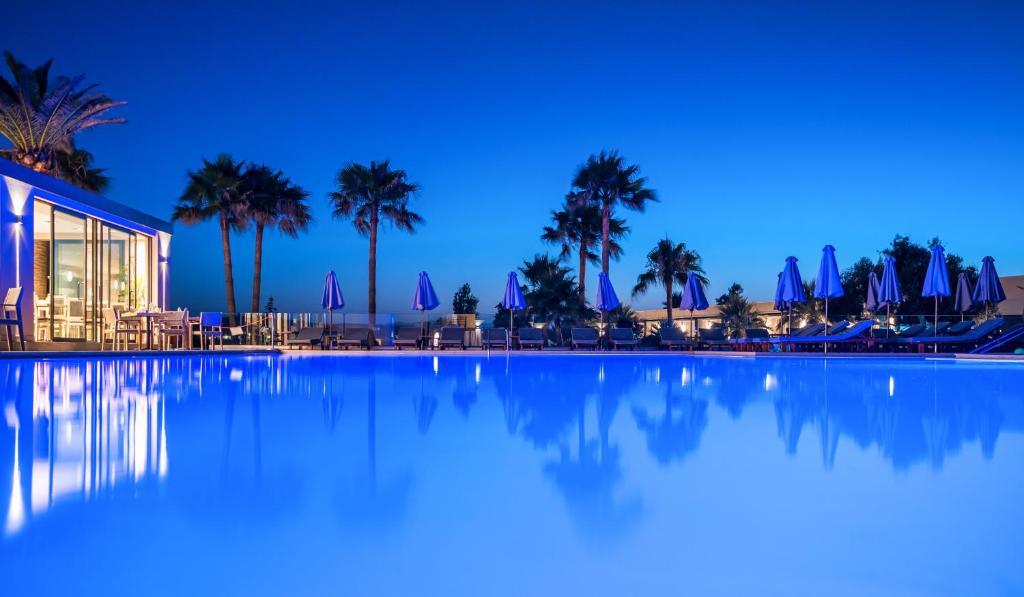 Basen w obiekcie Solimar Aquamarine Resort lub w pobliżu