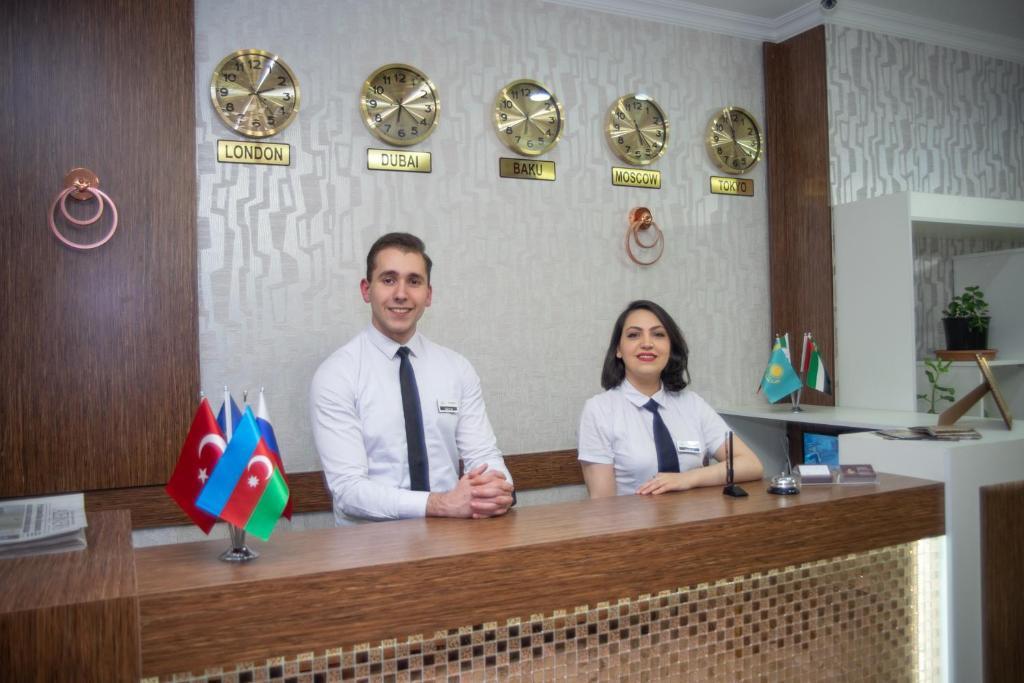 O saguão ou recepção de Mildom Hotel Baku