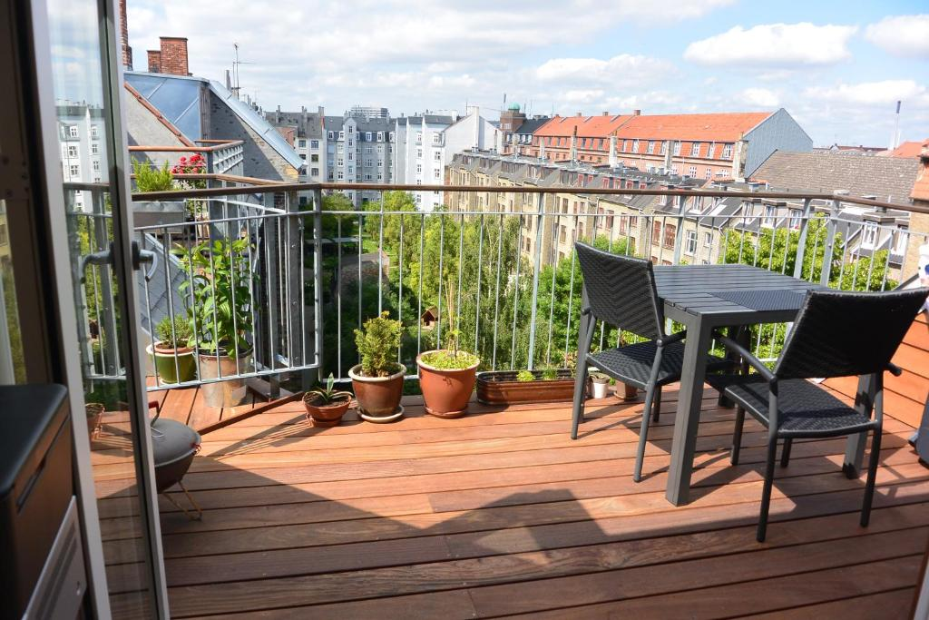 A balcony or terrace at Sunny and charming loft