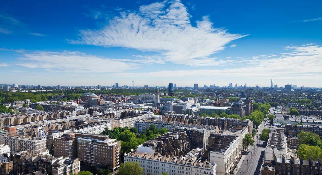 A bird's-eye view of Holiday Inn London Kensington Forum, an IHG Hotel