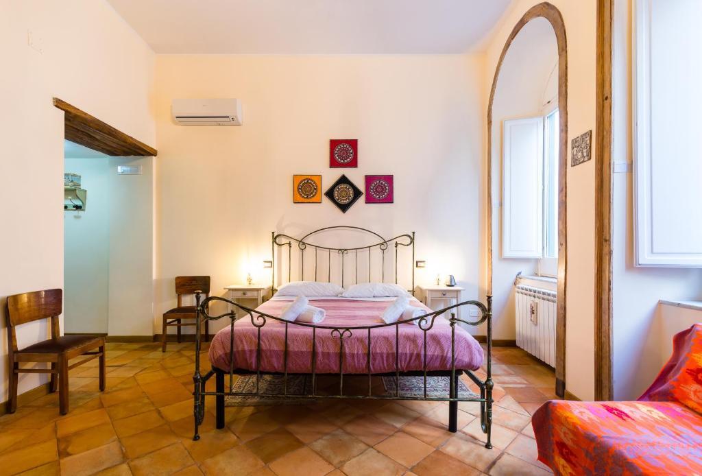A bed or beds in a room at LA CASA DI NONNA LELLA 1