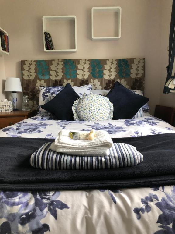 A bed or beds in a room at Little Acorns