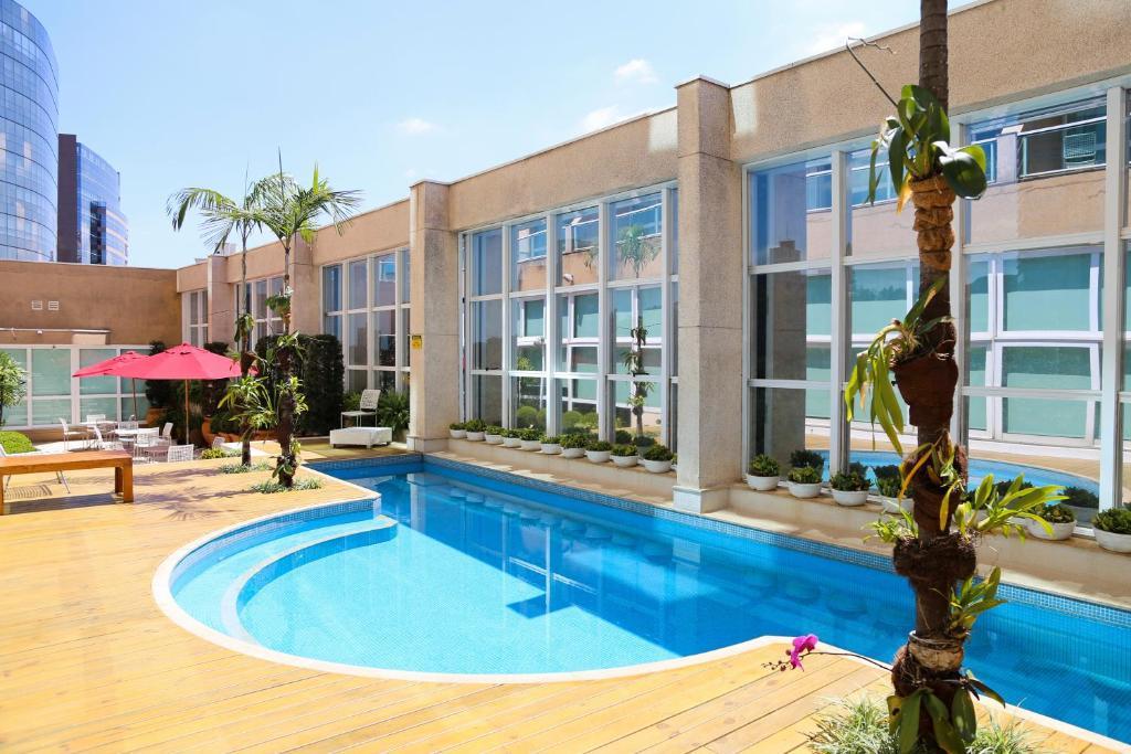 A piscina localizada em Vitória Hotel Concept Campinas ou nos arredores