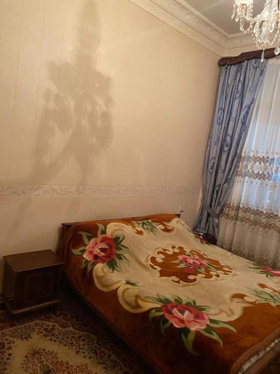 Cama ou camas em um quarto em CINEMA-FRIENDSHIP 3 bedrooms