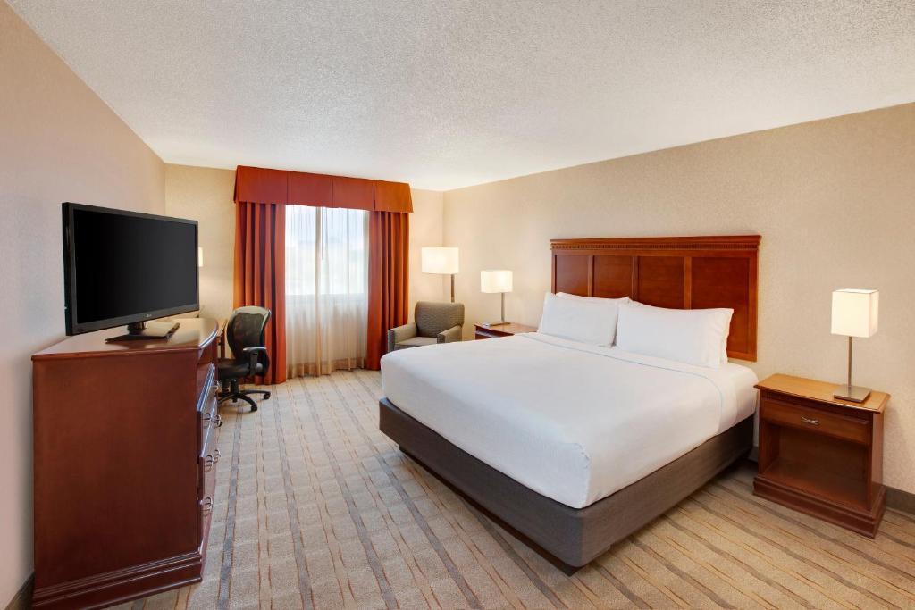 Holiday Inn Dallas Market Center - Laterooms