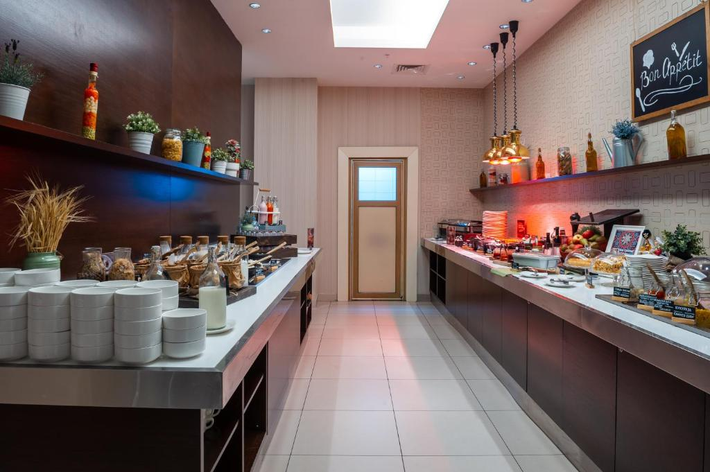A restaurant or other place to eat at Park Inn by Radisson Kazan