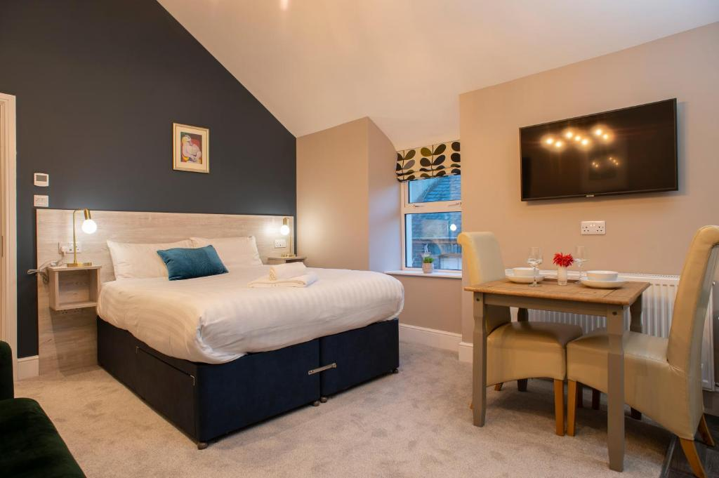 A bed or beds in a room at Amadeus Apartments