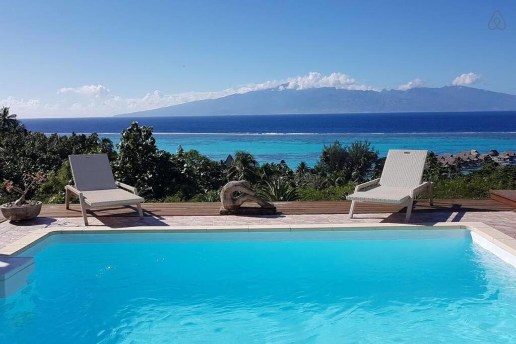 A piscina localizada em Villa Ora ou nos arredores