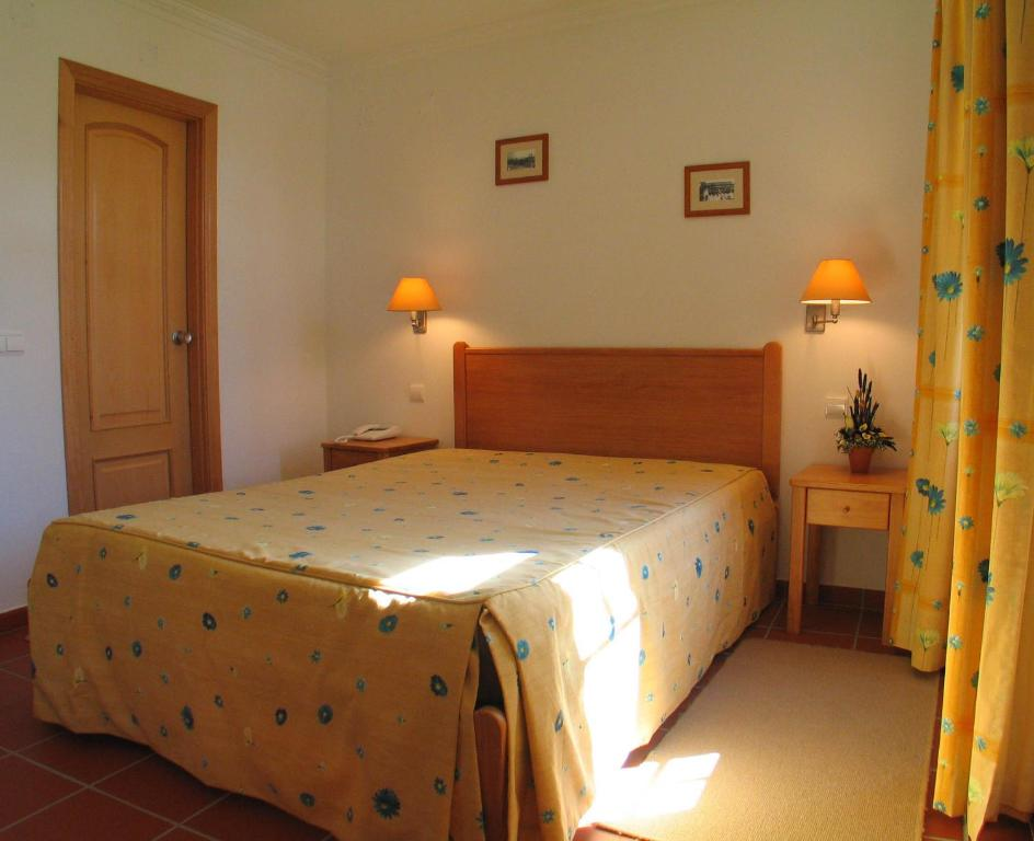 A bed or beds in a room at Residencial Popular
