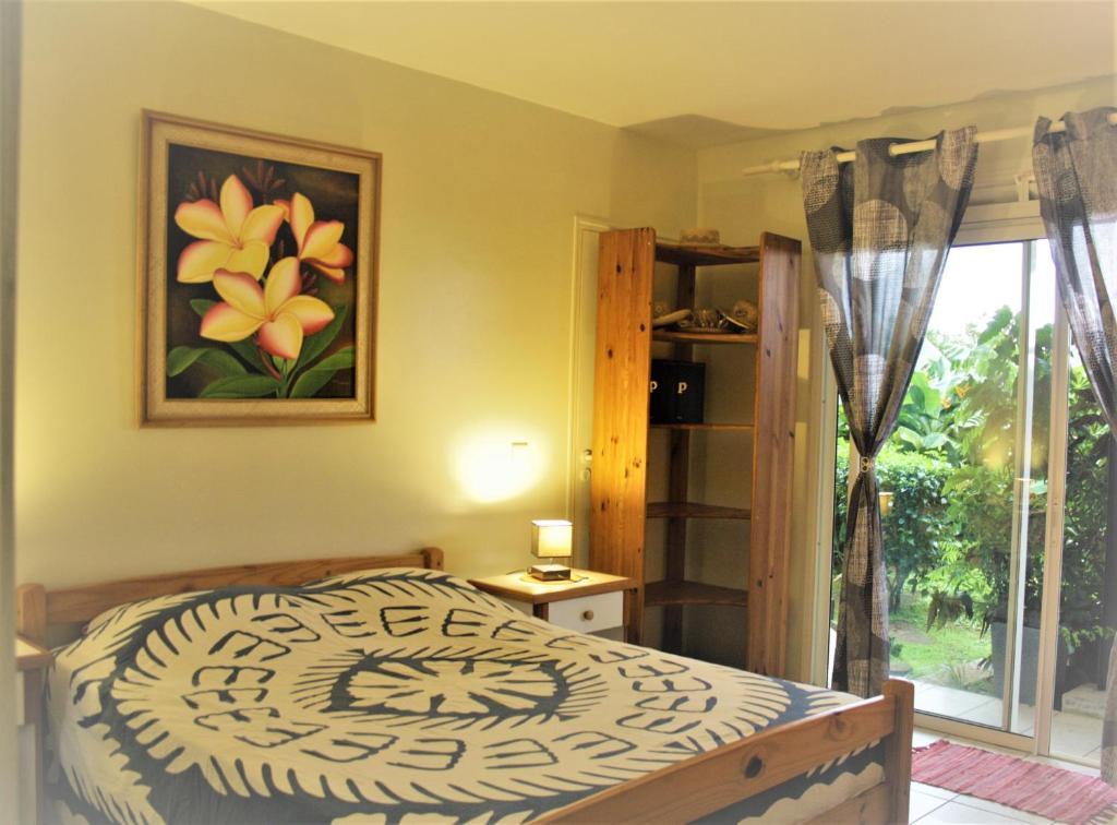 Cama ou camas em um quarto em TAHITI - Taapuna Cottage
