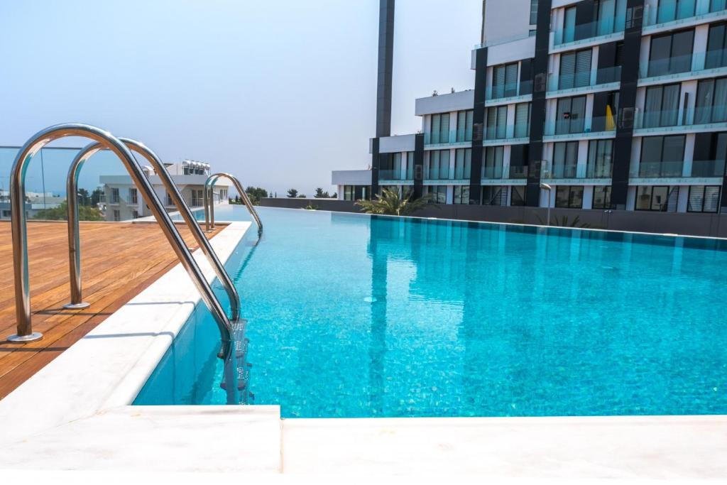 Brand New w/ Rooftop Pool in The Heart of Kyrenia