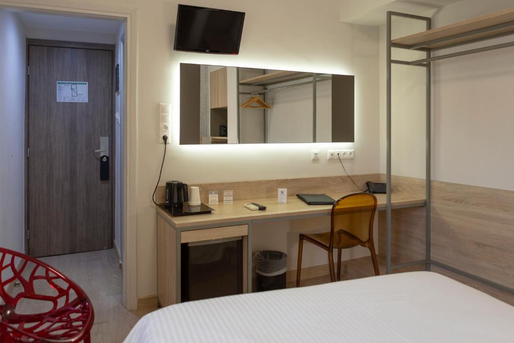 A bathroom at Pan Hotel