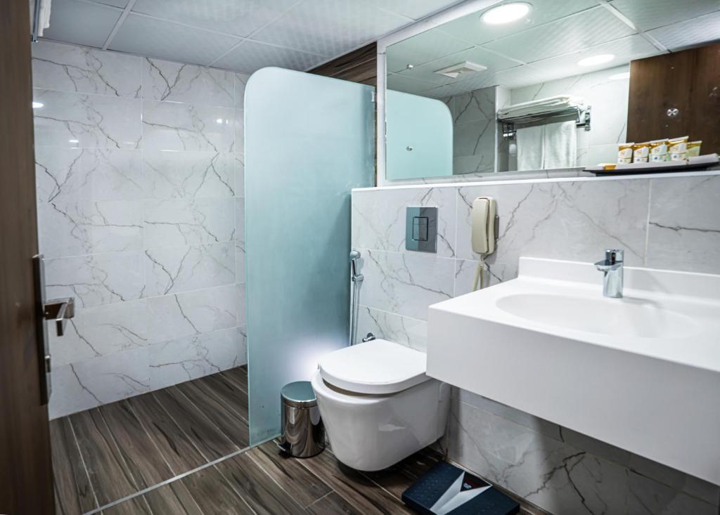 A bathroom at Marbella Resort