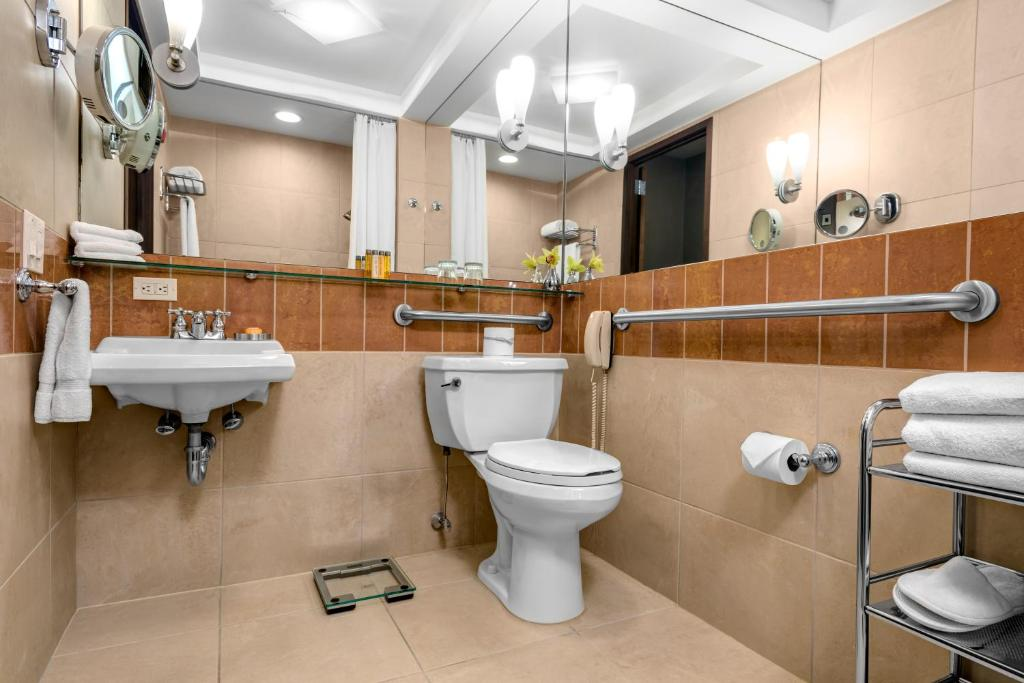 A bathroom at Hotel Giraffe by Library Hotel Collection