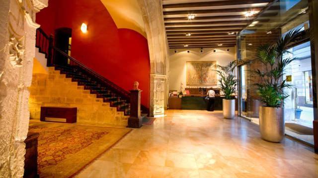 The lobby or reception area at Sercotel Palacio de Tudemir