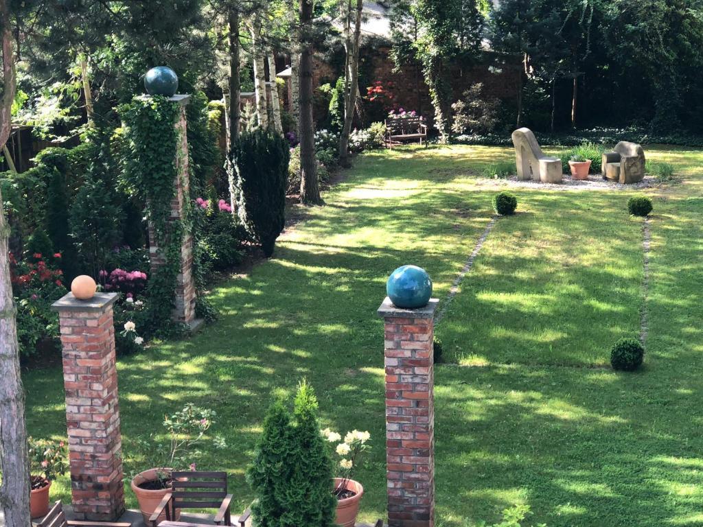 Ein Garten an der Unterkunft Pension Bloo Tomato