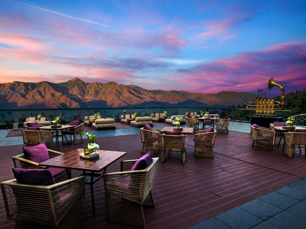 A restaurant or other place to eat at JW Marriott Mussoorie Walnut Grove Resort & Spa