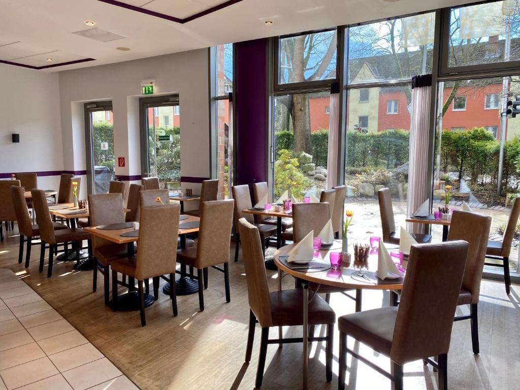A restaurant or other place to eat at Hotel Mercator Itzehoe-Klosterforst